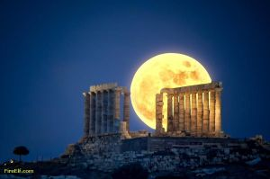 Full-Moon-At-Greece----Temple-Of-Poseidon--Outside-Of-Athens-In-Attika